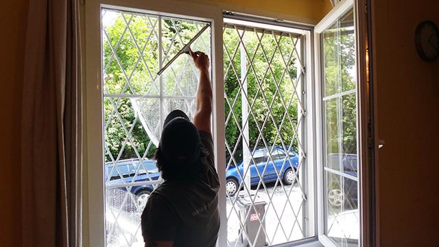 Mytí oken - rodinné domy, kanceláře Ostrava